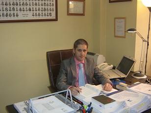 Abogado en Oviedo - Adrián Fernández - Especialista en Derecho Mercantil, Civil y Eclesiástico